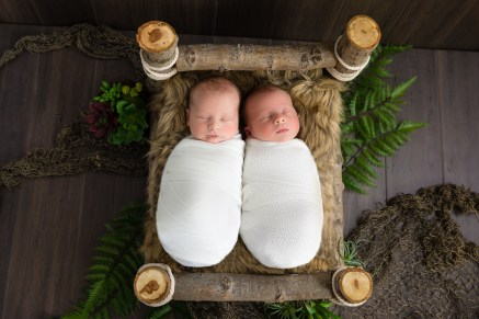 100 Cute Twins New Born Photography You Can Copy 65 1