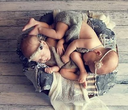 100 Cute Twins New Born Photography You Can Copy 67