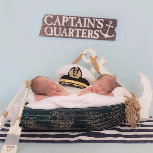 100 Cute Twins New Born Photography You Can Copy 69
