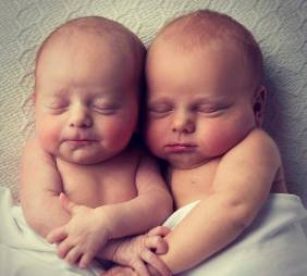 100 Cute Twins New Born Photography You Can Copy 70