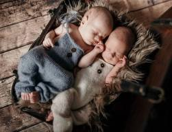 100 Cute Twins New Born Photography You Can Copy 72