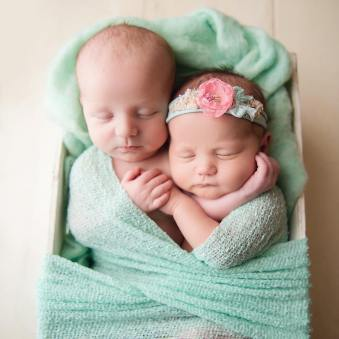 100 Cute Twins New Born Photography You Can Copy 89