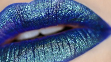 30 Holographic Lips Ideas 23