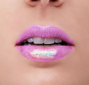 30 Holographic Lips Ideas 27