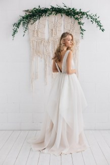 30 Soft Color Look Bridal Dresses Ideas 36