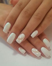 40 Elegant Look Bridal Nail Art Ideas 18