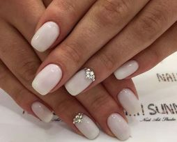 40 Elegant Look Bridal Nail Art Ideas 23