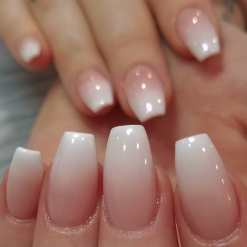40 Elegant Look Bridal Nail Art Ideas 37