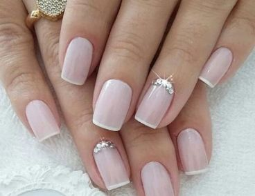 40 Elegant Look Bridal Nail Art Ideas 6