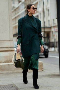 40 Fashionable Green Outfits Ideas 17