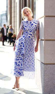 40 How to Wear Tea Lengh Dresses Street Style Ideas 10