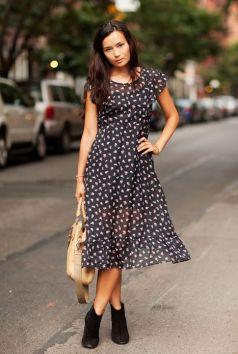 40 How to Wear Tea Lengh Dresses Street Style Ideas 11