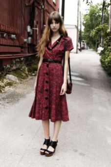 40 How to Wear Tea Lengh Dresses Street Style Ideas 16