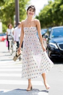 40 How to Wear Tea Lengh Dresses Street Style Ideas 2