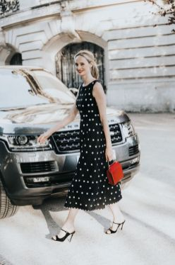 40 How to Wear Tea Lengh Dresses Street Style Ideas 29