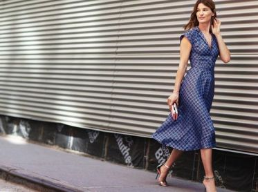 40 How to Wear Tea Lengh Dresses Street Style Ideas 34