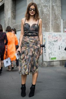 40 How to Wear Tea Lengh Dresses Street Style Ideas 41