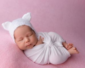 50 Cute Newborn Photos for Baby Girl Ideas 12