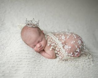 50 Cute Newborn Photos for Baby Girl Ideas 22