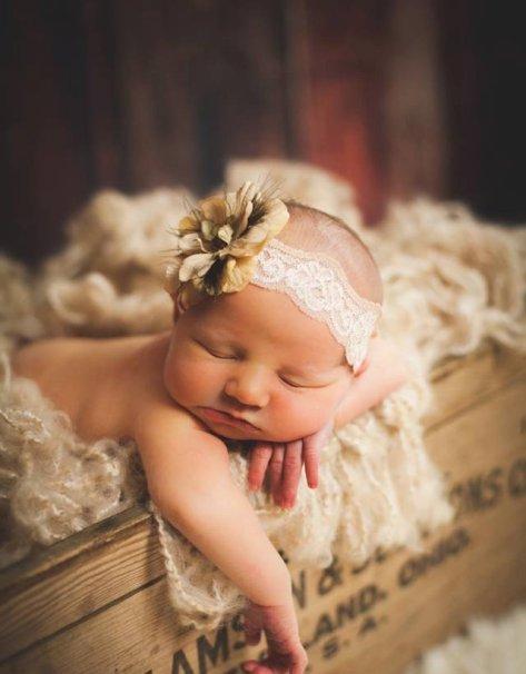 50 Cute Newborn Photos for Baby Girl Ideas 31
