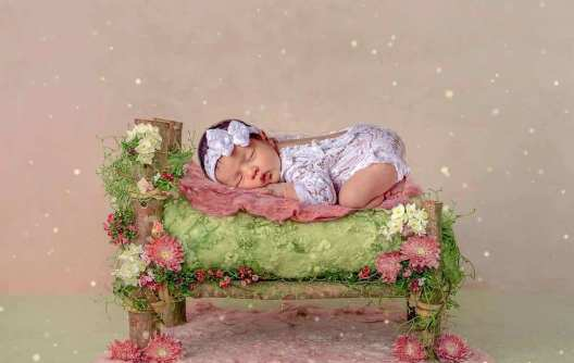 50 Cute Newborn Photos for Baby Girl Ideas 36