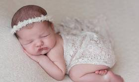 50 Cute Newborn Photos for Baby Girl Ideas 40