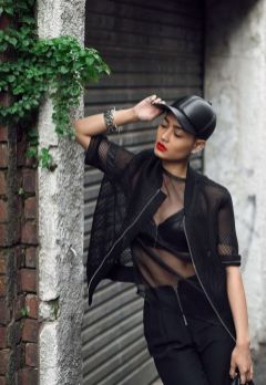 50 How to Wear Black Mesh Tops in Style Ideas 21