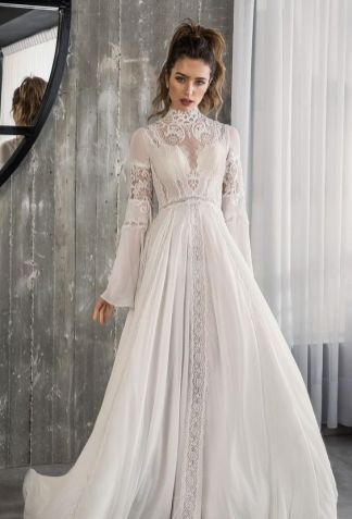 50 Simple Glam Victorian Neck Style Bridal Dresses Ideas 23