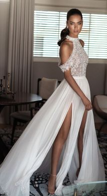 50 Simple Glam Victorian Neck Style Bridal Dresses Ideas 39