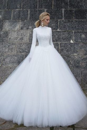 50 Simple Glam Victorian Neck Style Bridal Dresses Ideas 41