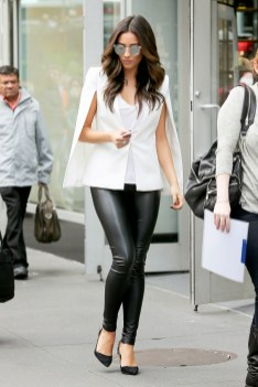 50 Ways to Wear Perfect Black and White in Fashion Ideas 33