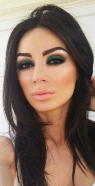 40 Green Eyeshadow Looks Ideas 27