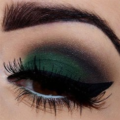 40 Green Eyeshadow Looks Ideas 31
