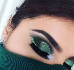 40 Green Eyeshadow Looks Ideas 35