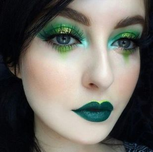 40 Green Eyeshadow Looks Ideas 37