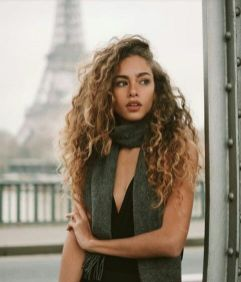 40 Loose Curly Natural Hairstyle Ideas 22