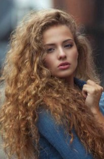 40 Loose Curly Natural Hairstyle Ideas 28
