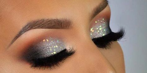 40 Silver Eye Makeup Looks You Need to Try 16