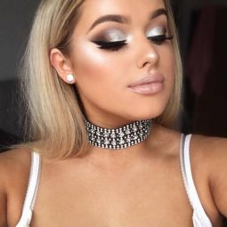 40 Silver Eye Makeup Looks You Need to Try 24
