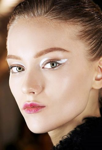 40 Silver Eye Makeup Looks You Need to Try 27