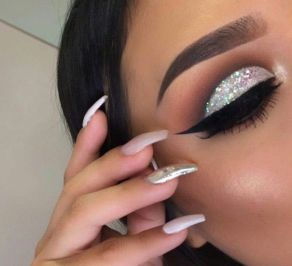 40 Silver Eye Makeup Looks You Need to Try 3