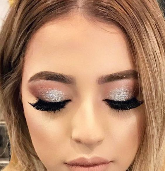 40 Silver Eye Makeup Looks You Need to Try 31