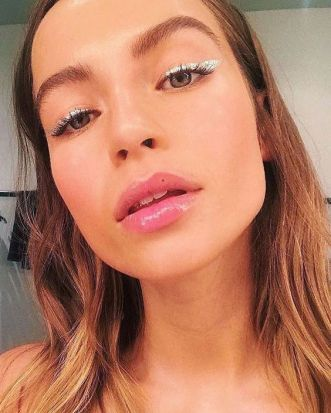 40 Silver Eye Makeup Looks You Need to Try 32