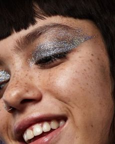 40 Silver Eye Makeup Looks You Need to Try 33