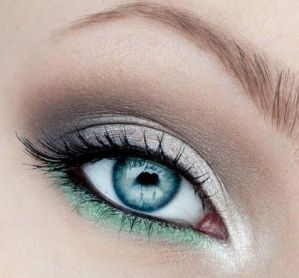 40 Silver Eye Makeup Looks You Need to Try 44