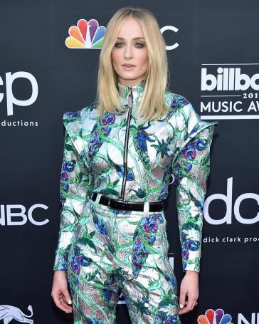 40 The Looks You Need to See From Billboard Music Awards 2019 Red Carpet 13