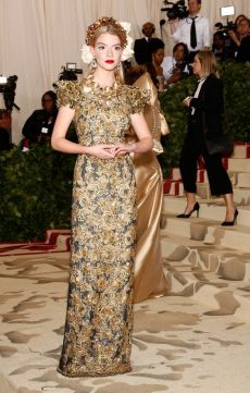 50 Adorable Met Gala Celebrities Fashion 14