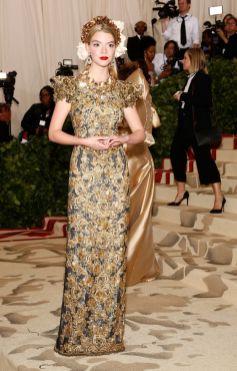 50 Adorable Met Gala Celebrities Fashion 14