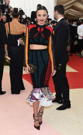 50 Adorable Met Gala Celebrities Fashion 36