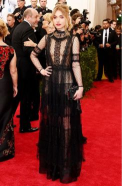 50 Adorable Met Gala Celebrities Fashion 47